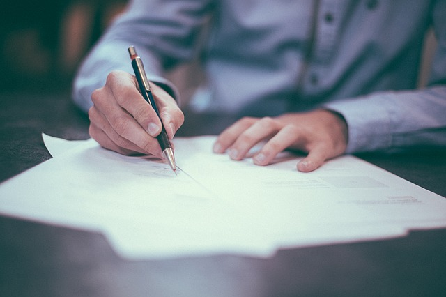 """Does an """"Uncontested Divorce"""" Mean My Spouse Won't Need to Sign the Divorce Papers?"""